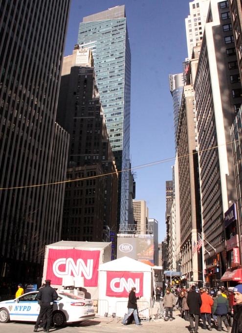 NYのスーパーボウル・ブルーバード、テレビ局の特設スタジオがずらり_b0007805_18485127.jpg