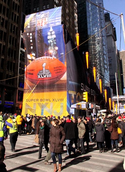 NYのタイムズ・スクエアに巨大ゲレンデ(滑り台)登場中_b0007805_12266.jpg