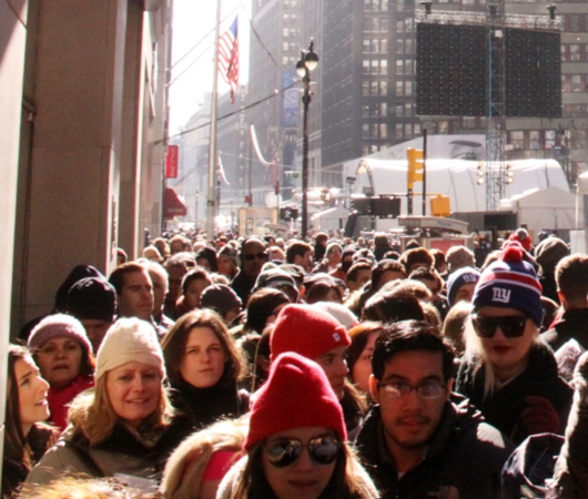 NYのタイムズ・スクエアに巨大ゲレンデ(滑り台)登場中_b0007805_133541.jpg