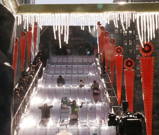 NYのタイムズ・スクエアに巨大ゲレンデ(滑り台)登場中_b0007805_14171.jpg
