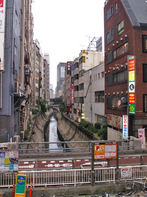 渋谷川暗渠、2度めの移設_c0163001_23594140.jpg