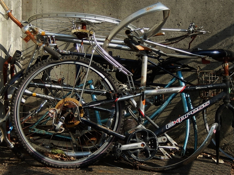 自転車残骸_c0156717_07184147.jpg