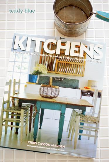 kitchens  キッチンズ 素敵なキッチンの本_e0253364_15175084.jpg