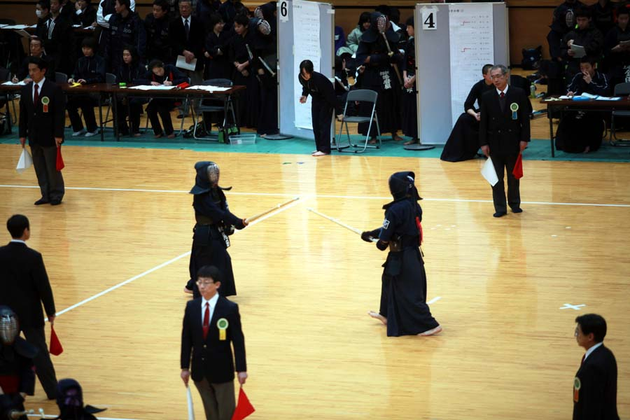 剣道とバトミントン大会に。_f0150893_17314062.jpg