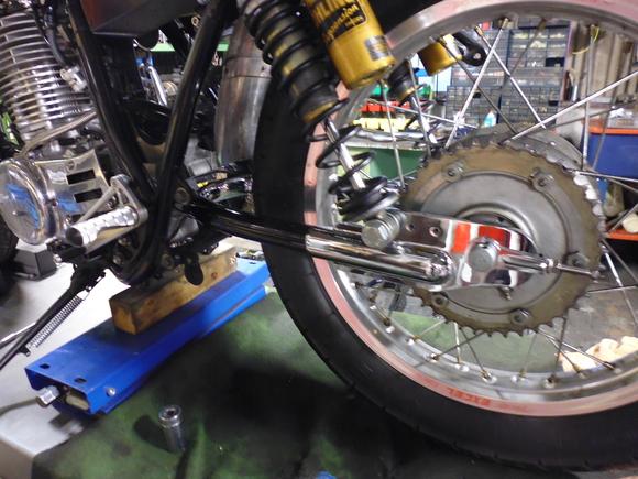 SR400/500 スイングアーム取り付け_a0139843_20133888.jpg
