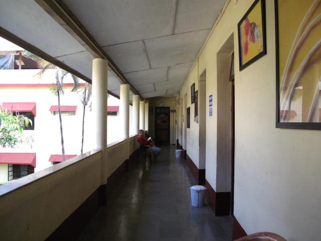 L字廊下のナマステおじさま_f0170995_23385541.jpg