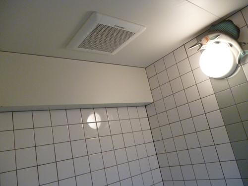 浴室換気扇取替工事_e0184941_15555335.jpg