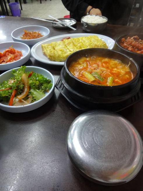9月 ソウル旅行 その6 清潭洞で家庭的なお味~2PMおススメの「コルモッ食堂」♪_f0054260_8371238.jpg