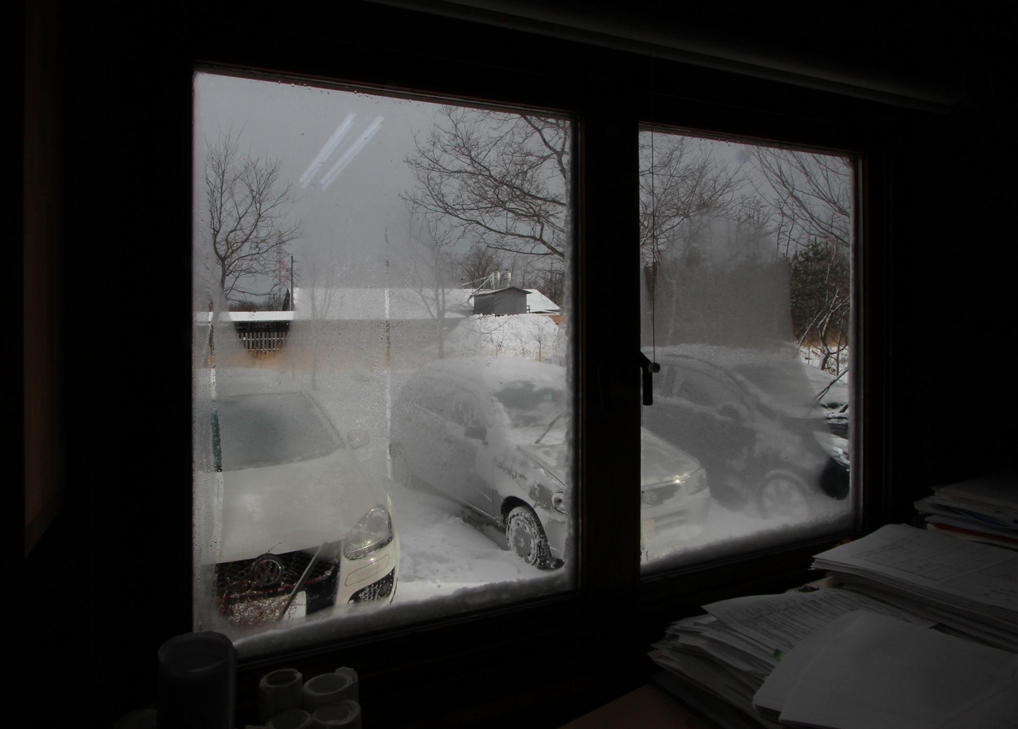 アトリエの窓の表面温度と結露_e0054299_15341598.jpg