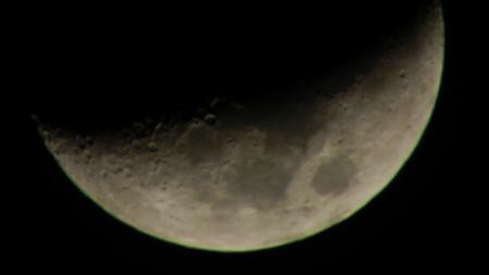 半月の月_e0120896_6395294.jpg