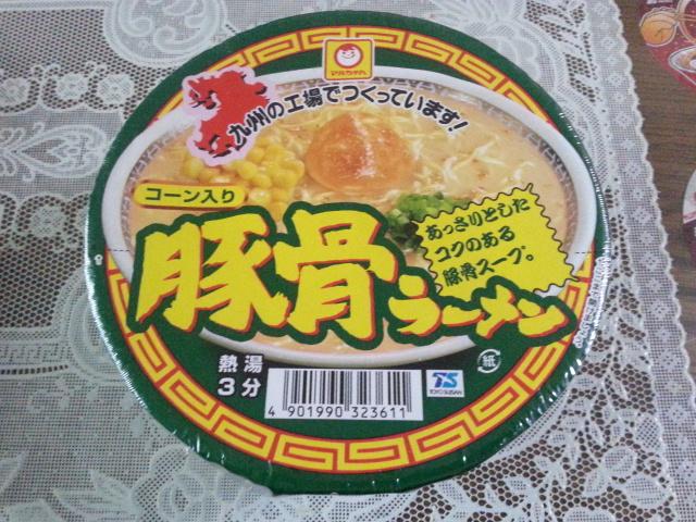 2/8 マルちゃん コーン入り豚骨ラーメン_b0042308_17335137.jpg