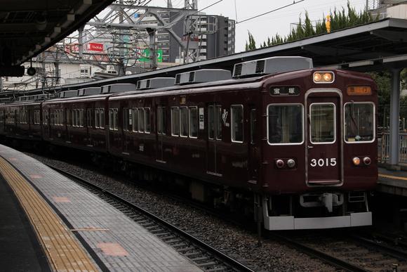 阪急3064F 十三駅にて_d0202264_2164670.jpg