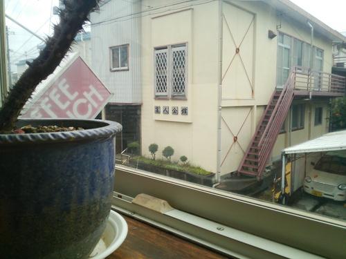 新宮市内の喫茶店に入る_c0010936_0253328.jpg