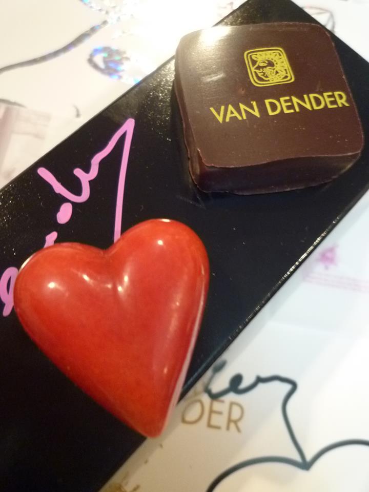 """Van Dender+お菓子の菊家(KIKUYA)@ Amour du Chocolat!""""*・。o☆*☆*†~꒰ღ˘◡˘ற꒱✯*☪*:・゚_a0053662_173369.jpg"""