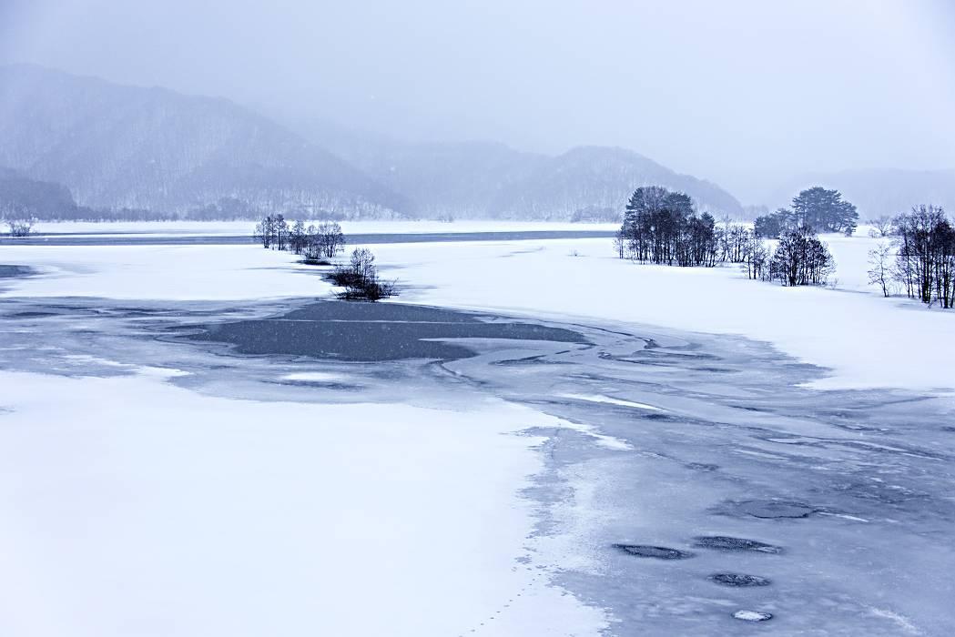 秋元湖物語・・・氷紋を見つめて_e0271864_9263057.jpg