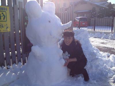 雪の日の来訪者⁈_b0194266_1014994.jpg
