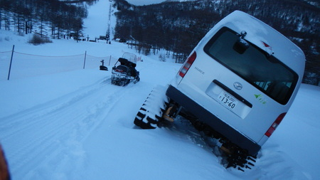 雪上車のスタック_e0120896_14305712.jpg