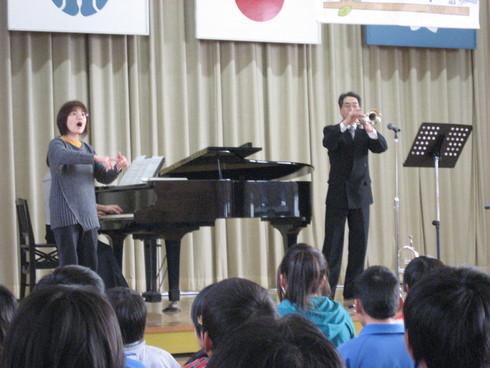 学校内「子供達の為の音楽会」受付の始まり_a0310968_1622098.jpg