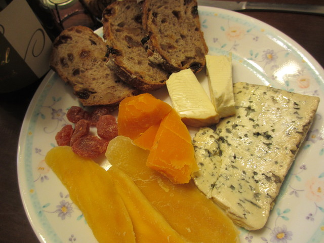 クレマン・ド・アルザスとsmelly cheeseはオヤツ♪_c0212604_21172956.jpg