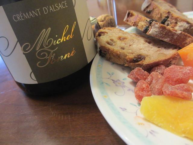 クレマン・ド・アルザスとsmelly cheeseはオヤツ♪_c0212604_21181329.jpg