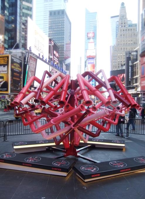 NYのタイムズ・スクエアの愛をテーマにしたアート作品まとめ_b0007805_141267.jpg