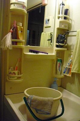 洗面所の下。_b0320131_04292559.jpg