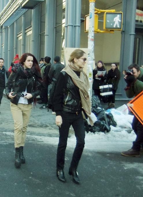 NYファッション・ウィーク開催中の街角には、お洒落な方々がいっぱい_b0007805_11541612.jpg