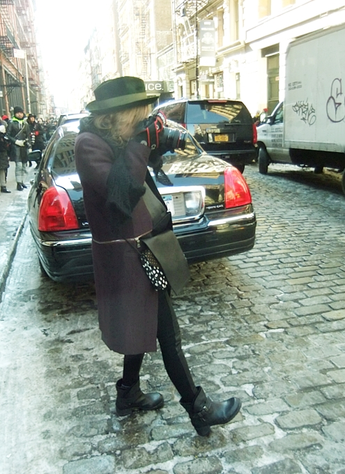 NYファッション・ウィーク開催中の街角には、お洒落な方々がいっぱい_b0007805_11542877.jpg