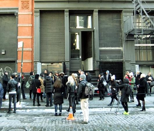 NYファッション・ウィーク開催中の街角には、お洒落な方々がいっぱい_b0007805_1155554.jpg
