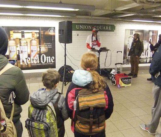 NYの地下鉄の駅で見かけた凄腕ヒューマン・ビートボックス Verbal Ase_b0007805_22194624.jpg