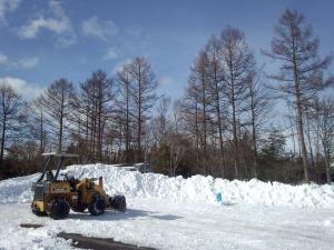 雪山造ってます!_b0174425_18105511.jpg