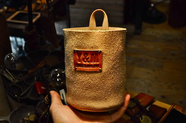 leather pot_b0172633_23131715.jpg