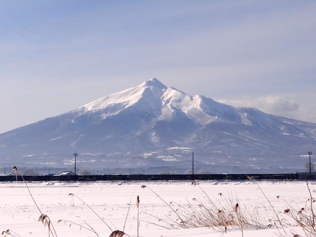 冬の岩木山ドライブ。遠くに観える権現崎や小さな丘の半鐘など♪_a0136293_16482776.jpg