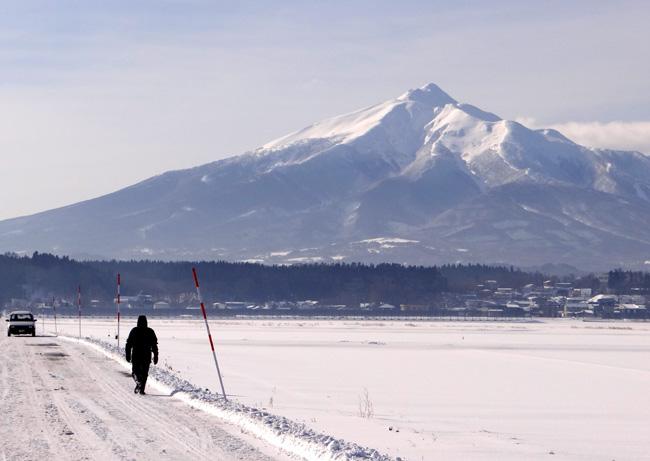 冬の岩木山ドライブ。遠くに観える権現崎や小さな丘の半鐘など♪_a0136293_16522584.jpg