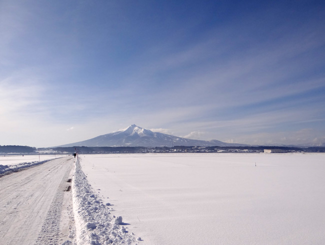冬の岩木山ドライブ。遠くに観える権現崎や小さな丘の半鐘など♪_a0136293_1652757.jpg