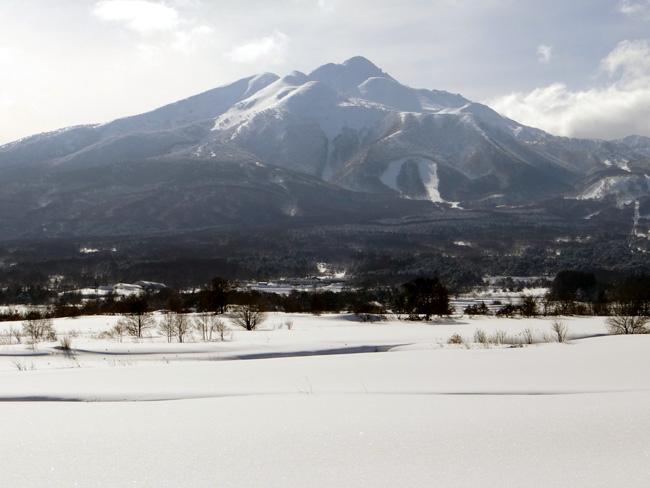 冬の岩木山ドライブ。遠くに観える権現崎や小さな丘の半鐘など♪_a0136293_16561534.jpg