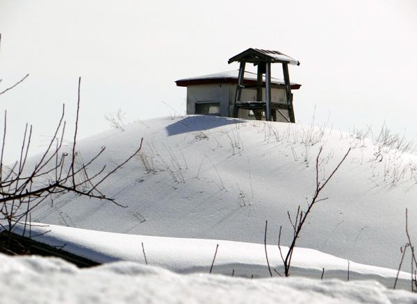 冬の岩木山ドライブ。遠くに観える権現崎や小さな丘の半鐘など♪_a0136293_1753046.jpg