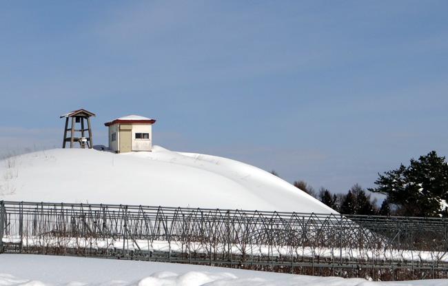 冬の岩木山ドライブ。遠くに観える権現崎や小さな丘の半鐘など♪_a0136293_1794532.jpg
