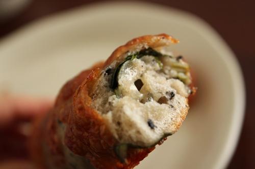 パン教室で「海鮮まん」と「ほうれん草とごまチーズのバトン」!_a0165538_1013994.jpg
