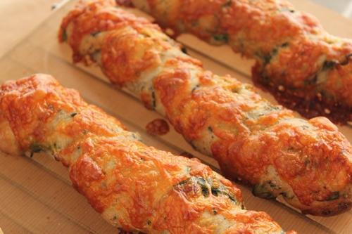 パン教室で「海鮮まん」と「ほうれん草とごまチーズのバトン」!_a0165538_101772.jpg
