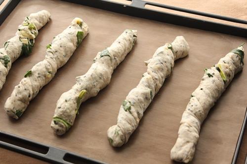 パン教室で「海鮮まん」と「ほうれん草とごまチーズのバトン」!_a0165538_958109.jpg