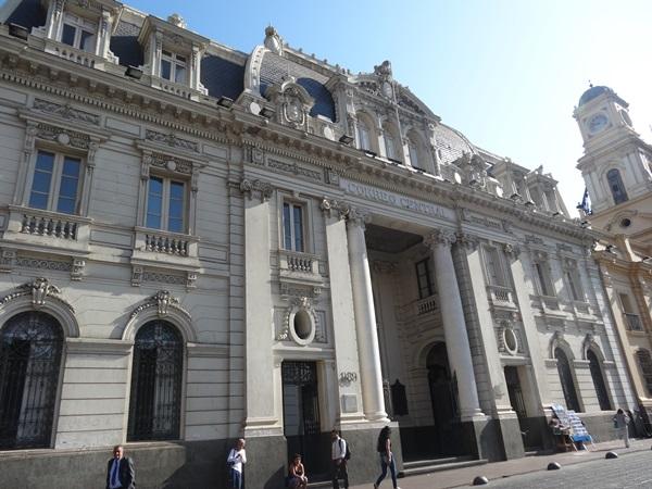 サンティアゴ郵便局とセクシー美脚カフェ、Cafe con Piernas(サンティアゴ,チリ)_e0182138_3114191.jpg
