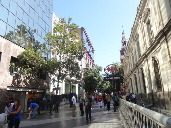 サンティアゴ郵便局とセクシー美脚カフェ、Cafe con Piernas(サンティアゴ,チリ)_e0182138_314915.jpg