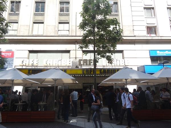 サンティアゴ郵便局とセクシー美脚カフェ、Cafe con Piernas(サンティアゴ,チリ)_e0182138_3304962.jpg