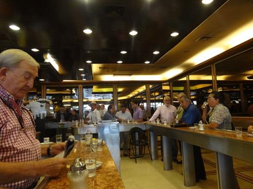 サンティアゴ郵便局とセクシー美脚カフェ、Cafe con Piernas(サンティアゴ,チリ)_e0182138_3322759.jpg