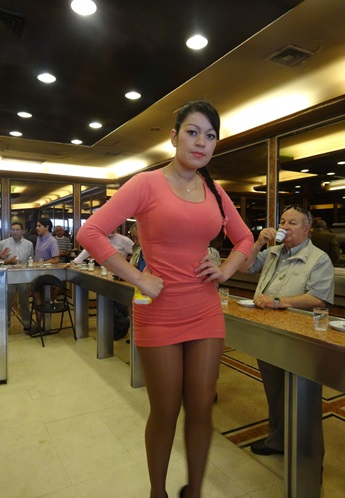 サンティアゴ郵便局とセクシー美脚カフェ、Cafe con Piernas(サンティアゴ,チリ)_e0182138_3351614.jpg