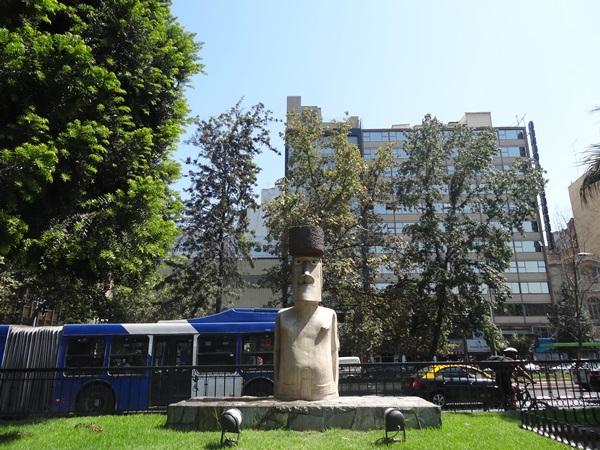 サンティアゴ郵便局とセクシー美脚カフェ、Cafe con Piernas(サンティアゴ,チリ)_e0182138_3373118.jpg
