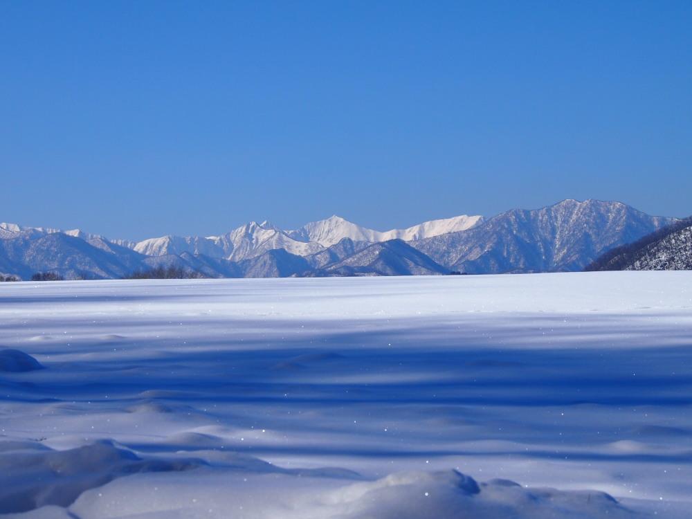 """快晴の雪原越しに望む""""カムイエクウチカウシ山(日高山脈)""""_f0276498_12271033.jpg"""