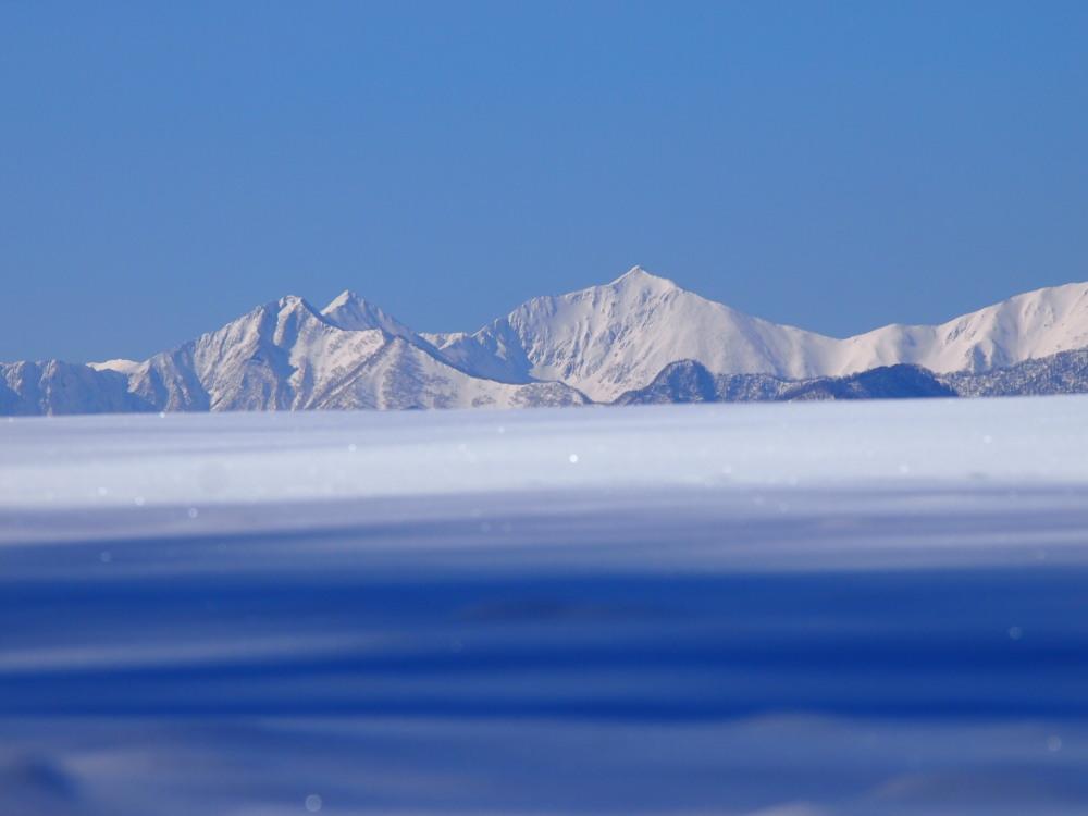 """快晴の雪原越しに望む""""カムイエクウチカウシ山(日高山脈)""""_f0276498_12273637.jpg"""