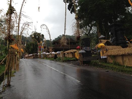 シドゥメン村のプラ・ダラム・カンギンで祭事が行われます_a0120328_92721.jpg